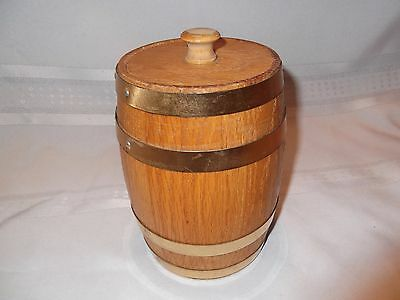 "Vintage wooden barrel box with removable lid, 6 1/2"" tall"