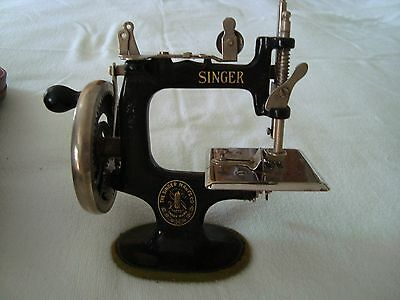 Antique Childs Cast Iron Singer Sewing Machine With Clamp & Torn Case