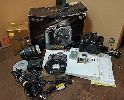 Nikon D D5000 12.3 MP Digital SLR Camera - Black w/ AF-S DX VR 18-55mm Lens