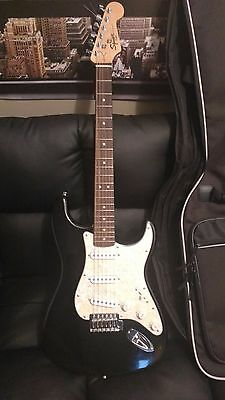 Fender Squier Stratocaster Maple Neck with Case