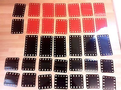 28 x MECCANO VINTAGE RED & BLACK PLASTIC PLATES SPARE PART IN V.G.C