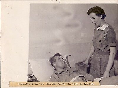 Original WW2 Press Photo of a Wounded British Soldier in Italy