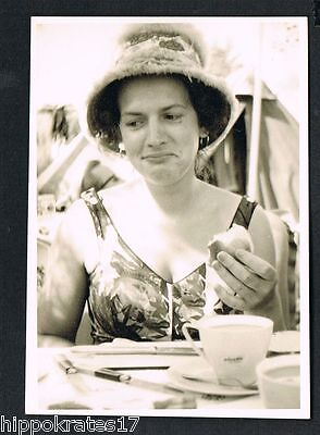 Photo vintage Foto Brötchen Dame Kaffee woman coffee bun femme chignon (80)