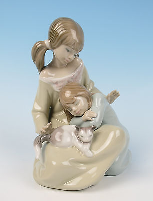 Lladro LITTLE SISTER Figurine #1534 MINT Girls Cat Kitten Glazed Retired