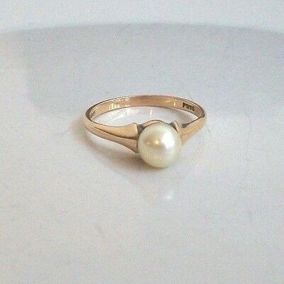 Vintage 9Ct Gold And Cultured Pearl Ring