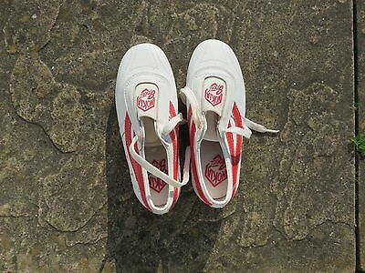 martial arts shoes red and white size 37
