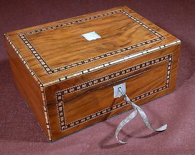Beautiful antique box with mother-of-pearl ornaments and wood marquetry. R127032