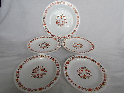 Vintage French White Milk Glass Arcopal Scania 4 Side Plates And 1 Dinner Plate
