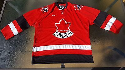 Team Canada Olympic Hockey Jersey Rare Autographed by Coach Pat Quinn Large