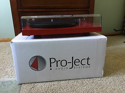 Pro-Ject Debut Carbon Turntable Ortofon 2M Red Cartridge Pristine Condition