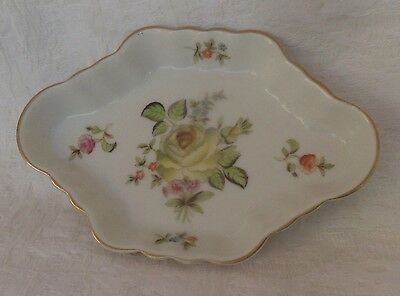**vintage  Herend Hungary ** Small Scallopd Tray ** 7737 -12 -
