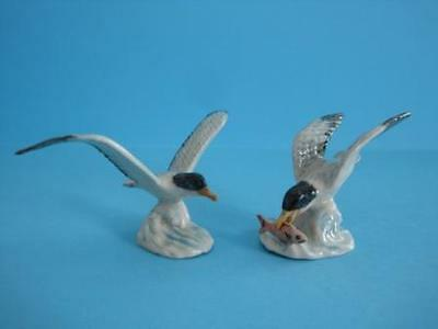 NEW TWO SEAGULL FIGURINES WIND SPREAD AND CATCHING FISH LOW PRICE *Mint*