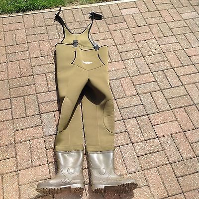 Daiwa neoprene chrest waders ( size 9 )