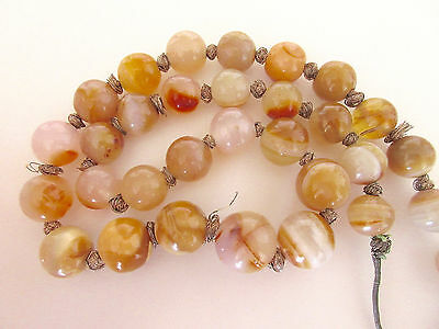 Splendid Old Vintage Antique String of Agate Beads Necklace 22 Inches