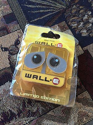 Wall-E Big Eyes Slider Pin LE 300 Disney Soda Fountain - DSF - On Original Card!