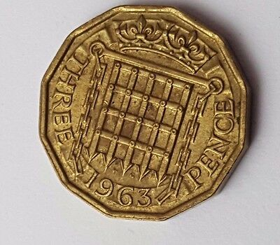 1963 - Queen Elizabeth II / QE2 - Brass Threepence / 3d Coin - Great Britain
