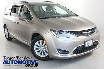 2017 Chrysler Town & Country PACIFICA 2017 Chrysler Pacifica LEATHER NAV REAR CAM 16K MI.