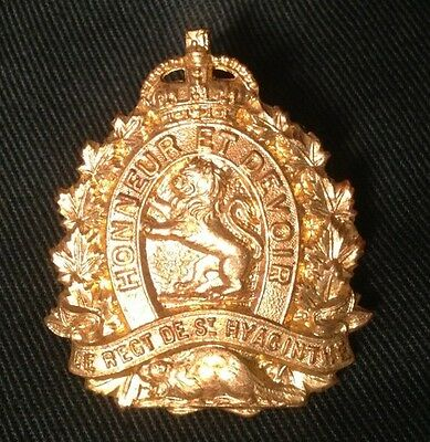 Le REGIMENT de ST HYACINTHE WWII Canada cap badge WW2 Canadian hat brass