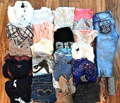 Huge Lot of Juniors Clothes Med & 5  Mixed Brands