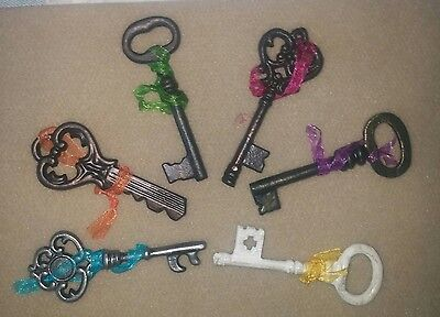 """Shabby METAL Skeleton CRAFT KEYS 4"""" with color Tie Victorian, New in Plastic"""