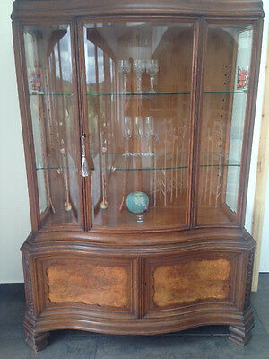 Beautiful Shabby Chic Project: display cabinet with unusual bowed glass front