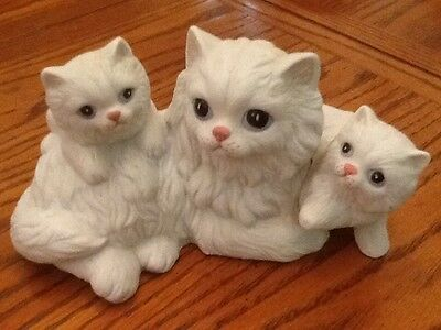 Homco White Persian Cat With Kittens #1412 Decorative Figurine