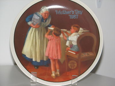 """Norman Rockwell Mother's Day Plate 1987 """"GRANDMA'S SURPlSE"""" Mother's Day Series"""