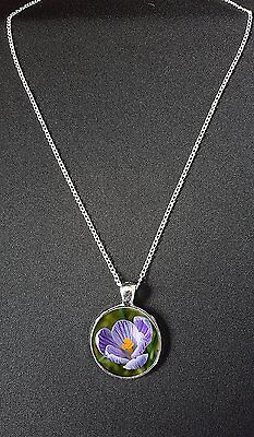 """Crocus Flower Pendant On 18"""" Silver Plated Fine Metal Chain Necklace Gift N888"""