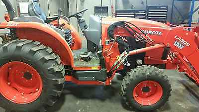 Kubota L4060 tractor loader  only 80 hours
