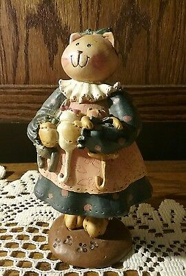 ADORABLE  Mother MAMA  Cat holding 3 Kittens Figurine