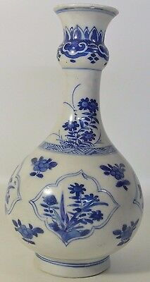 A Chinese Porcelain Kangxi Period (1662-1722) Blue and White Guglet Vase