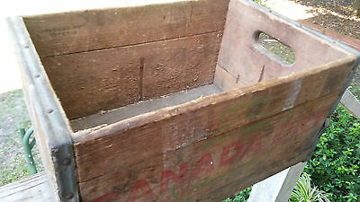 Vintage  Canada Dry Ginger Ale Metal Edged Wood Soda Bottle Box Crate NICE!