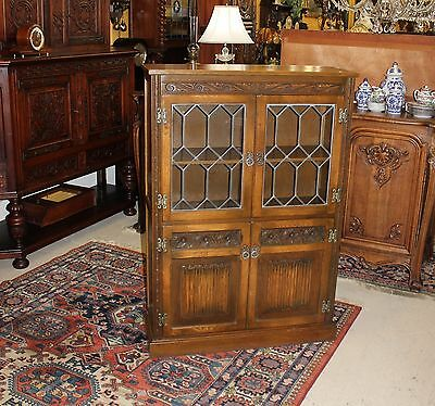 Beautiful English Antique Oak Leaded Glass Bookcase / Display Cabinet .