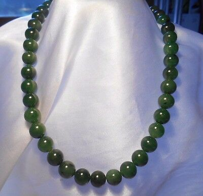 Vintage Jadeite Green Jade Bead Hand Knotted Necklace 14KG Gold Filigree Clasp