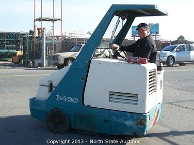 Tennant 6400 Ride-On Floor Sweeper with 3285 HRS, Powerful, Direct-throw