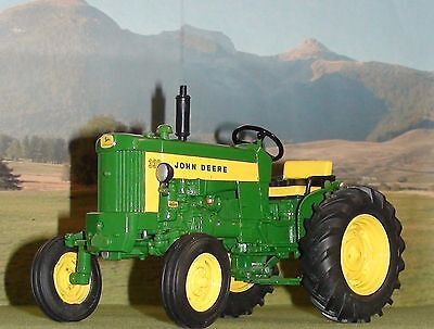 1958 John Deere 330 Series Tractor Diecast Scale 1/16 Dubuque Collection Ertl