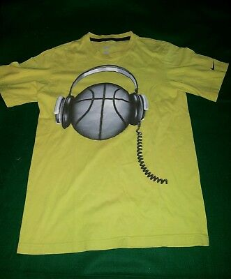 boys yellow 'Nike' graphic t-shirt size M