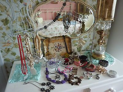 Job Lot of 40 pieces of costume costume jewellery, Necklaces , braclets etc