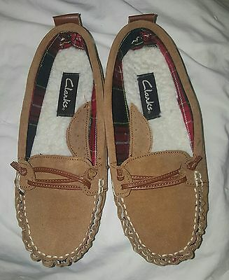 Clarks women's size 6 leather house slippers