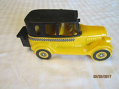 Avon Collectable 1926 Checker Cab  Wild Country After Shave