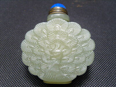 Exquisite Chinese jade  carved snuff bottle          2