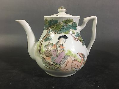 Character lines  republic of China and the beautiful Chinese porcelain teapot