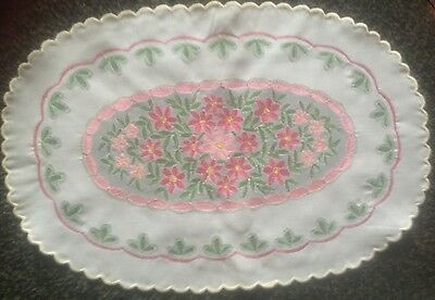 """Lovely Vintage Oval Linen   Embroidered   Table Centre/ Tray Cloth.18"""" X 12"""""""
