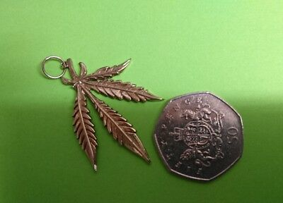 9ct gold Cannabis leaf pendant