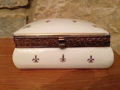"Vintage Fleur de Lis #3513 porcelain rectangle dresser box 5 x 4 x 2"" (14 oz)"