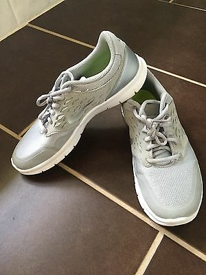 Women's grey/silver Nike Sneakers Size 8- Good Condition!