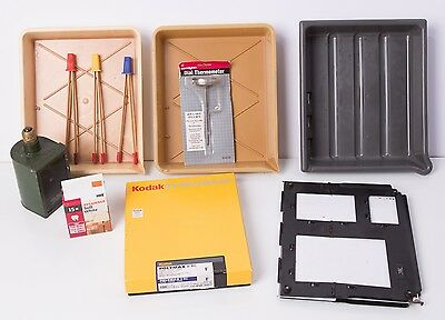 Lot darkroom printing equp: 3 8x10 trays, thermometer, tongs, safelight, easel