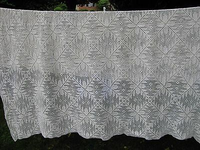 """Vintage HAND CROCHETED COVERLET WHITE BEDSPREAD Tablecloth BEAUTY 64"""" X 77"""""""