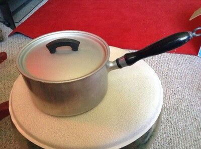 VINTAGE ALUMINUM WEAR-EVER NO. 702 1/2 SAUCE PAN With Lid