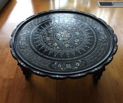 Decorative Oriental Mother Of Pearl Inlaid & Black Laquer  Round Table